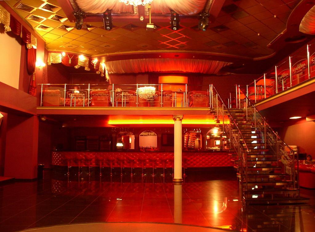 В ночном клубе чикаго спортивно бальные танцы лучшие клубы в москве