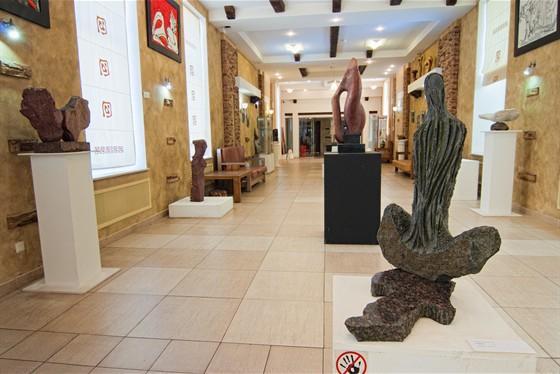 Галерея современной. скульптуры и пластики