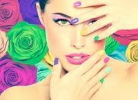 Маникюр и педикюр с покрытием лаком и Shellac в студии красоты «Жемчужина» со скидкой до 75%