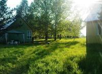 Проживание в Алтайском крае на самом берегу реки Бия в уютных домиках на базе отдыха Затерянный рай со скидкой до 43%