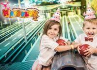 Детский день рождения в уникальном крытом парке аттракционов Happylon: сервировка стола, шары, карты на аттракционы, анимация и многое другое! Скидка до 55%