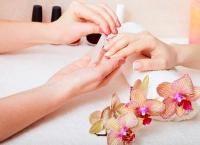 Маникюр классический или европейский с покрытием Shellac, дизайн ногтей, массаж рук или парафинотерапия в салоне красоты закрытого типа Madyko. Скидка до 77%
