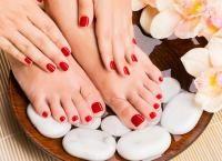 Маникюр и педикюр классический или европейский с покрытием Shellac, дизайн ногтей, массаж рук (стоп) или парафинотерапия в салоне красоты закрытого типа Madyko. Скидка 77%