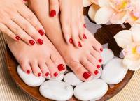 Маникюр и педикюр (классический или европейский) с покрытием Shellac, дизайн ногтей, массаж рук (стоп) или парафинотерапия в салоне красоты закрытого типа «Madyko». Скидка до 77%