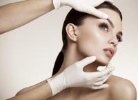 Увеличение и моделирование губ, коррекция носогубных складок и скул или контурная пластика возрастных изменений препаратом на выбор в салоне «Леди Центр». Скидка до 61%